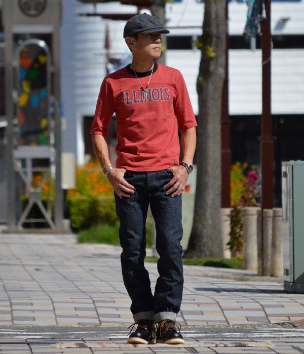デラックスウエア (DELUXEWARE)ILLINOIS 半袖プリントTシャツ フットボールTシャツ URES-07 R.ORANGEを使った相性のよいジーンズ&ブーツでアメカジファッション