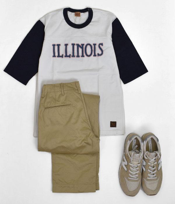 デラックスウエア (DELUXEWARE)ILLINOIS 半袖プリントTシャツ フットボールTシャツ URES-07 WHITEを使ったボトムスから下をベージュ系でまとめたソフトな印象のコーディネート