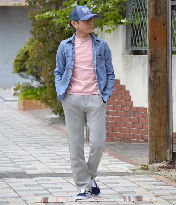 Goodwear(グッドウェア)半袖ポケットTシャツを使ったメンズコーディネート。シャツのインナーとしても着用できるので、カラーを変えていろいろな着こなしを楽しめるのも特徴