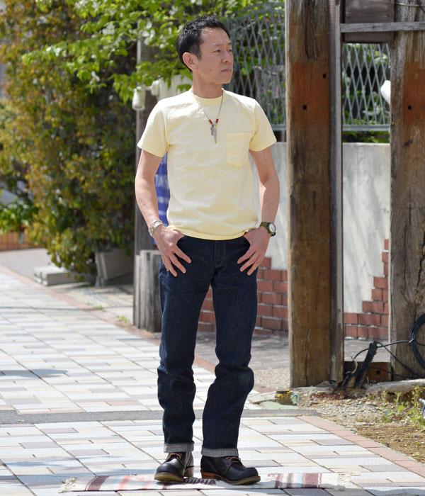 Goodwear(グッドウェア)半袖ポケットTシャツを使ったメンズコーディネート。ブルーデニムにワークブーツというアメカジの王道アイテムにポケTのシンプルなスタイル