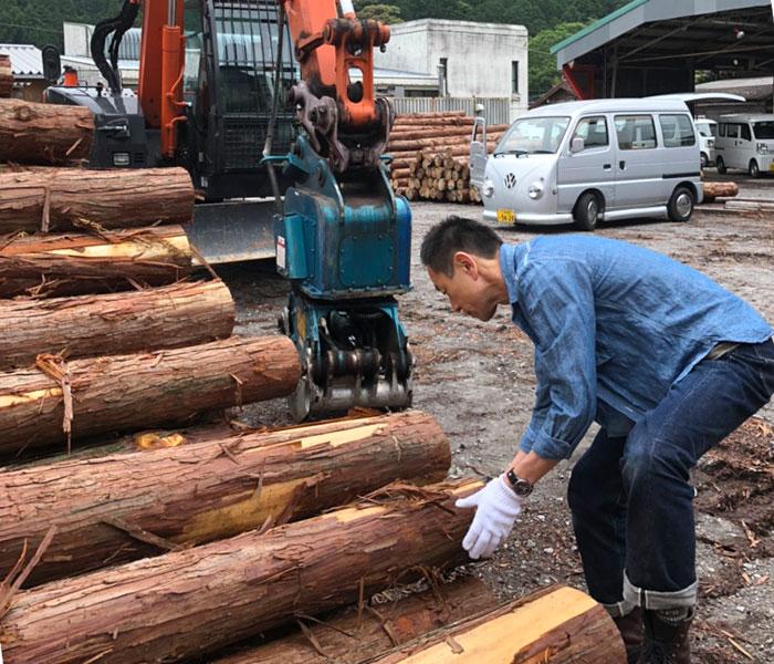 TOP JIMMY オリジナルウッドチャーム 岡崎森林組合より間伐材を購入しているシーン