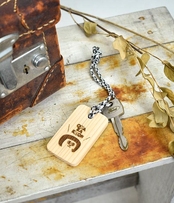 TOP JIMMY オリジナルウッドチャーム 家の鍵につけたイメージ